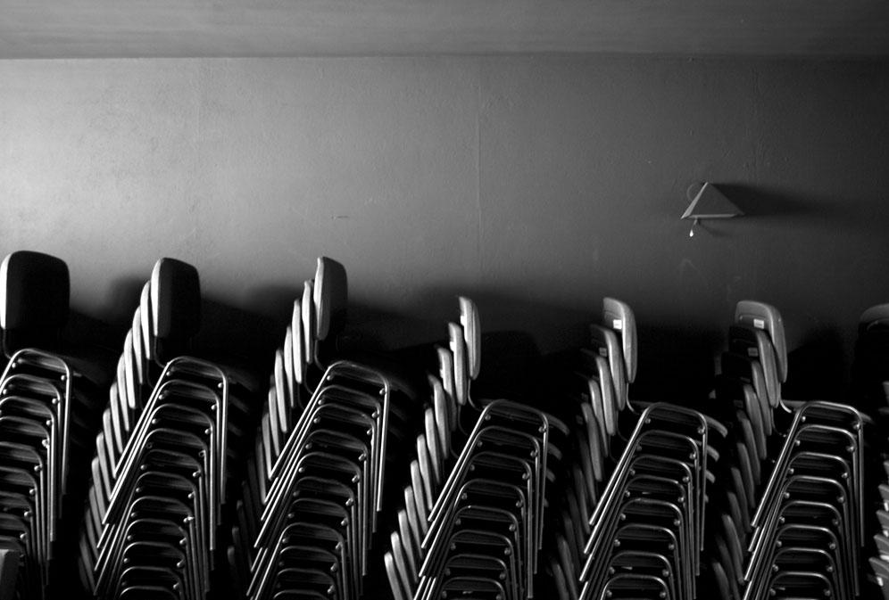 Krajobraz z krzesłami